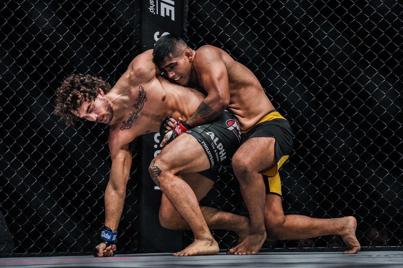 American Dante Schiro battles with Malaysia's Agilan Thani
