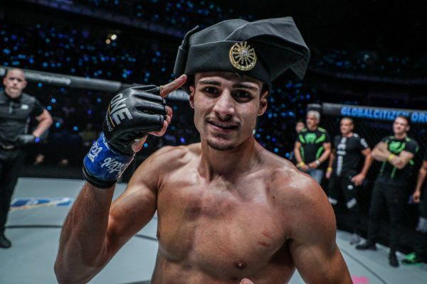 "Elias ""The Sniper"" Mahmoudi celebrates his win over Lerdsila by rocking his cap"