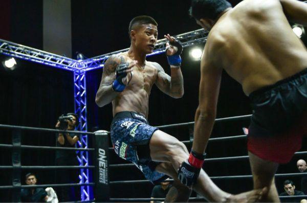 Myanmar's Punnya Sai lands a leg kick