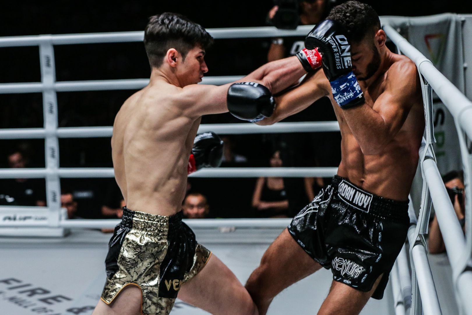 French Muay Thai fighter Leo Pinto hits a cross