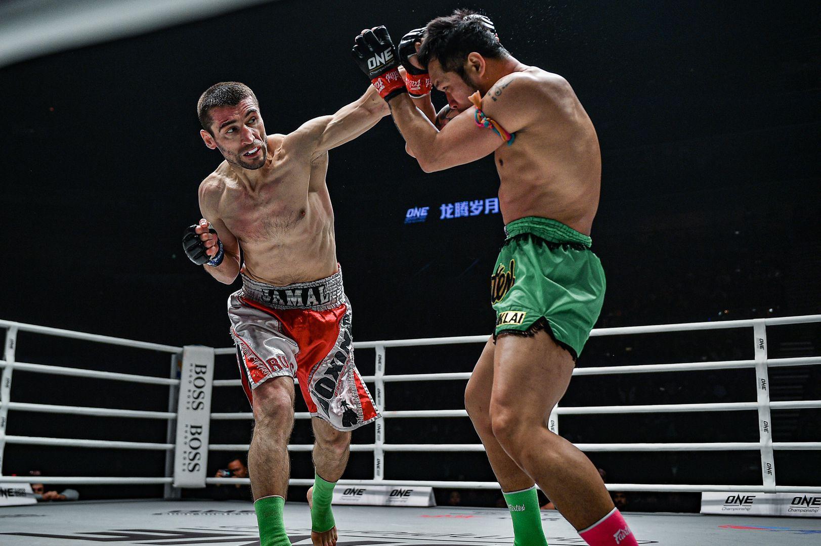 Jamal Yusupov defeats Yodsanklai IWE Fairtex