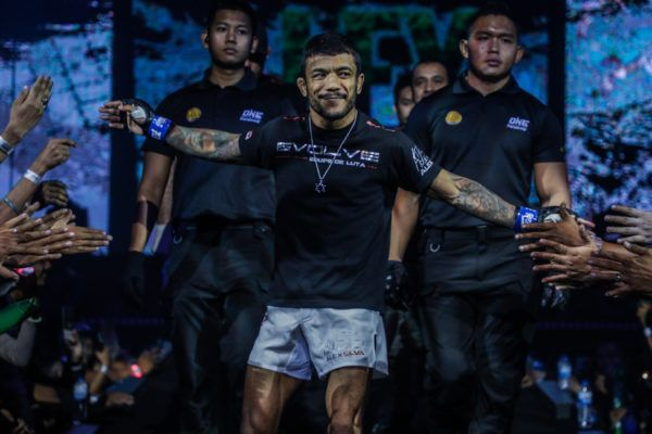 Alex Silva gets ready to challenge for the ONE Strawweight World Title