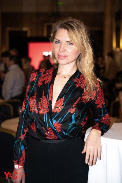 Russian-speaking journalist Lena Leo