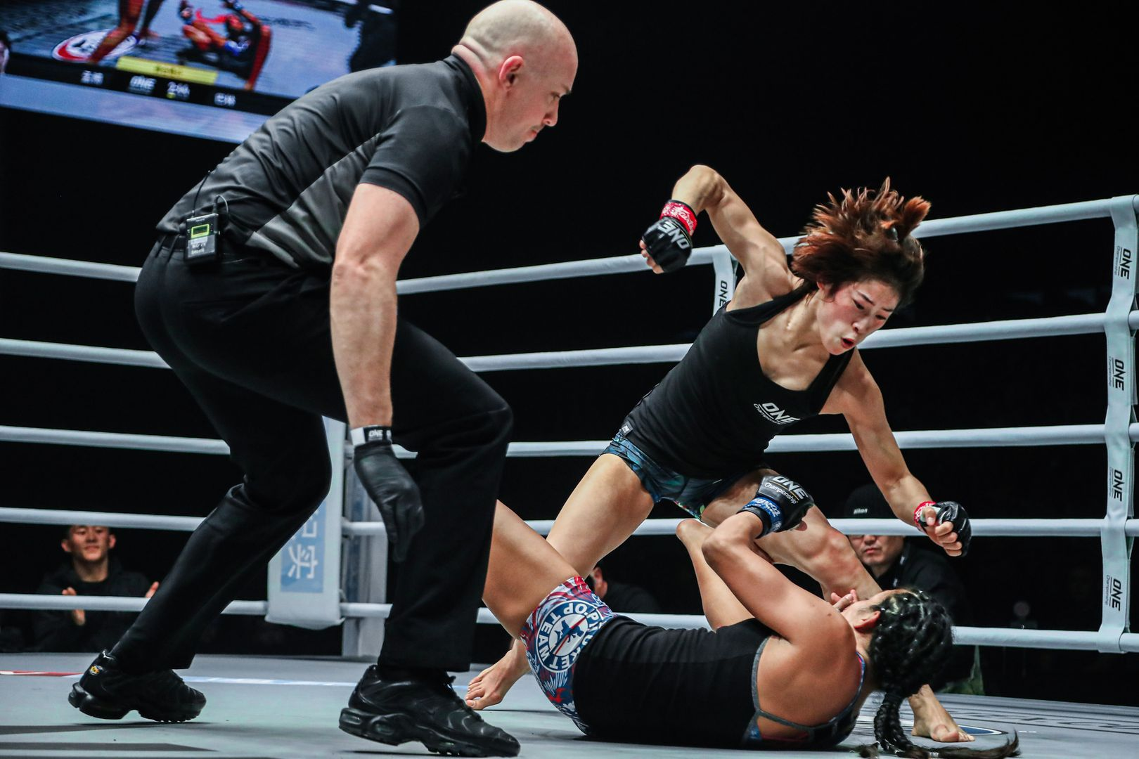 Chinese mixed martial artist throws the final blow at Laura Balin
