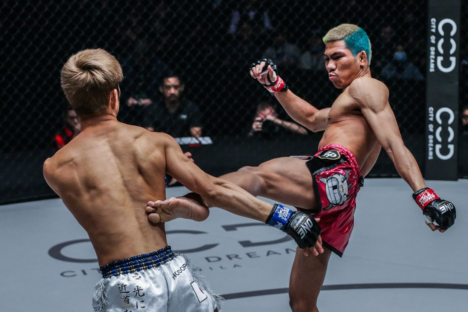 Former ONE Flyweight Kickboxing World Champion Petchdam Petchyindee Academy whips a body kick at Momotaro