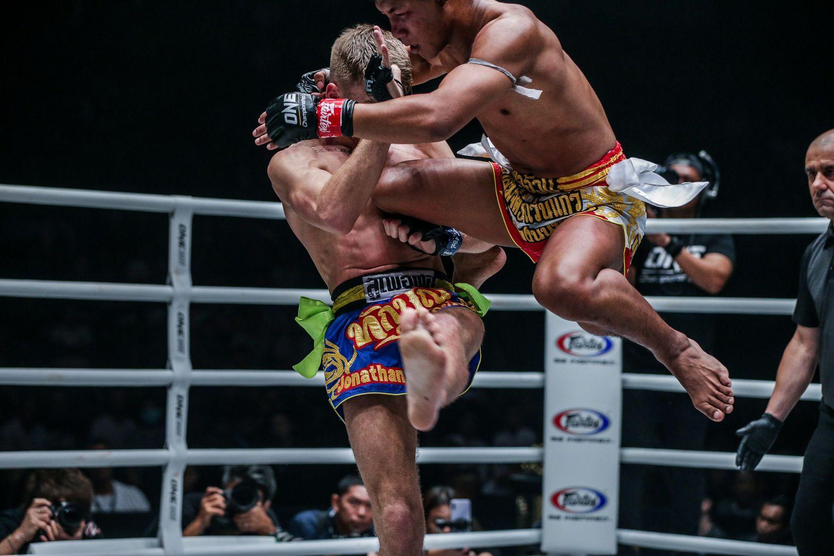 Rodtang Jitmuangnon defeats Jonathan Haggerty at ONE A NEW TOMORROW