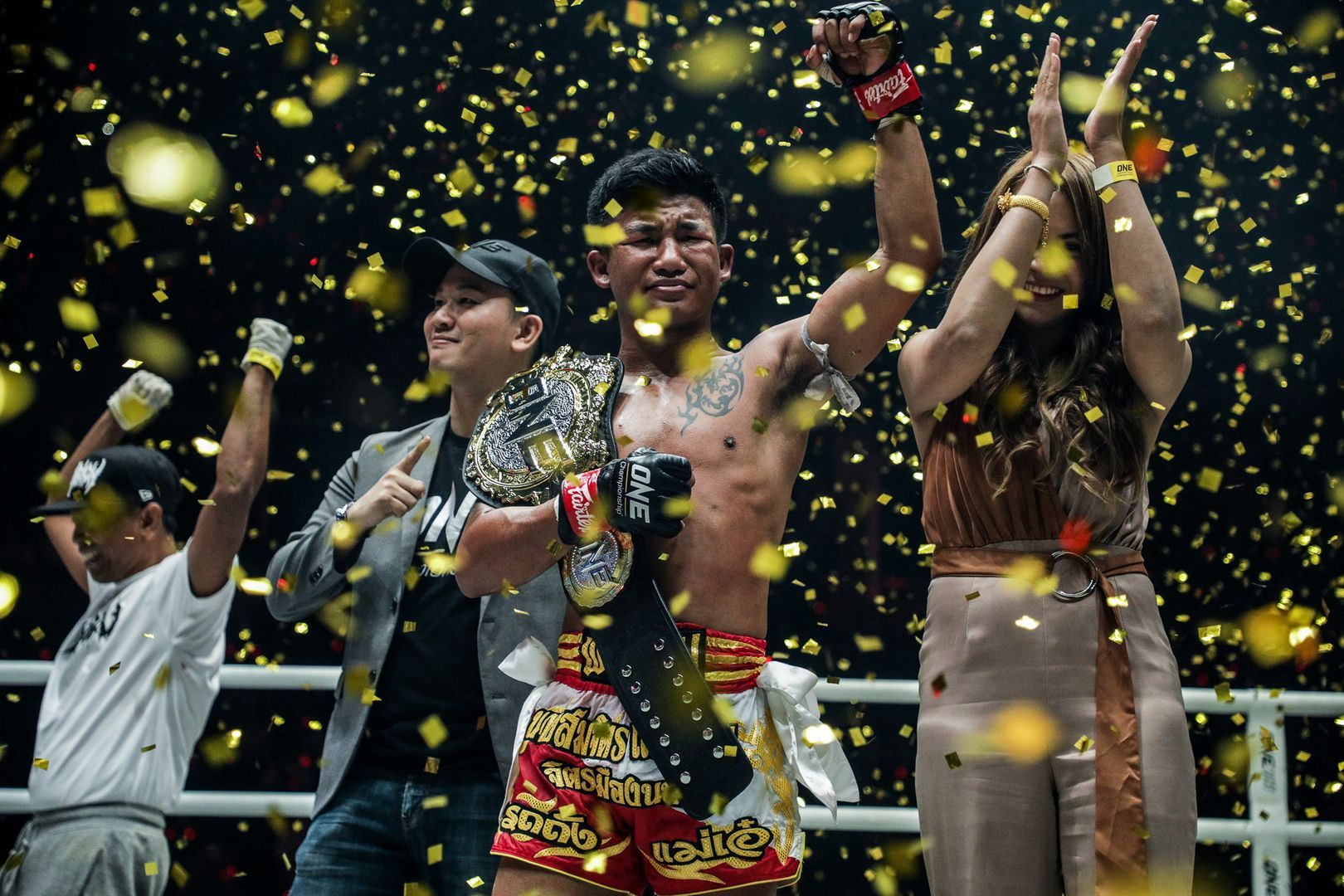 Rodtang Jitmuangnon celebrates his World Title victory
