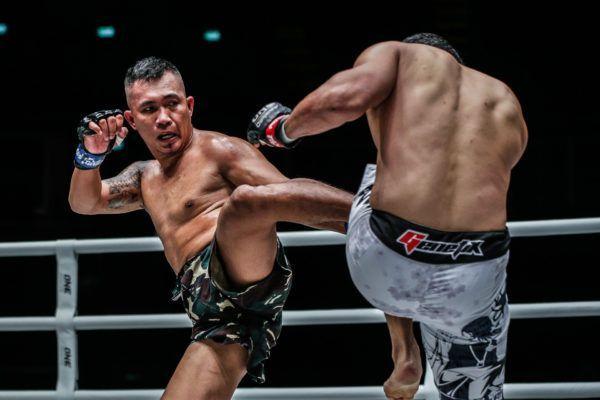 Filipino striker Roel Rosauro kicks Yohan Mulia Legowo