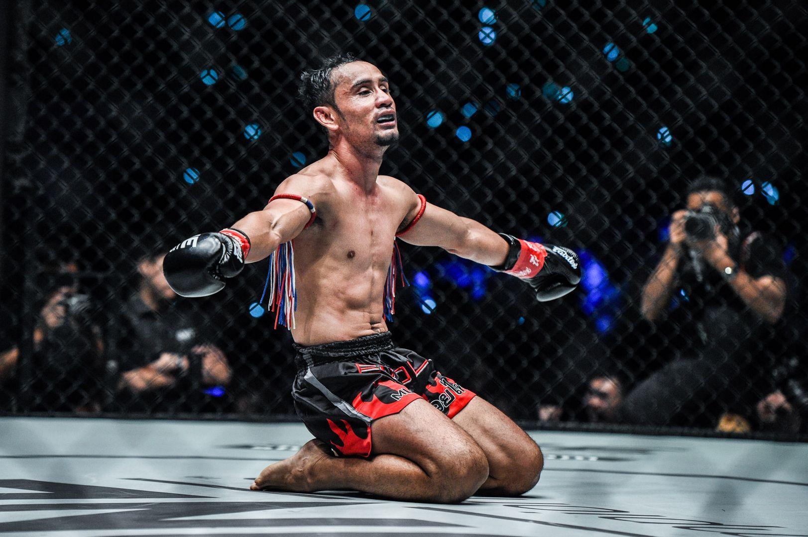 ONE Strawweight Kickboxing World Champion Sam-A Gaiyanghadao celebrates his win against Wang Junguang