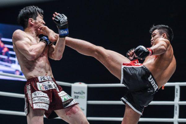 Sangmanee Sathian MuayThai smashes Kenta Yamada with a kick to the face