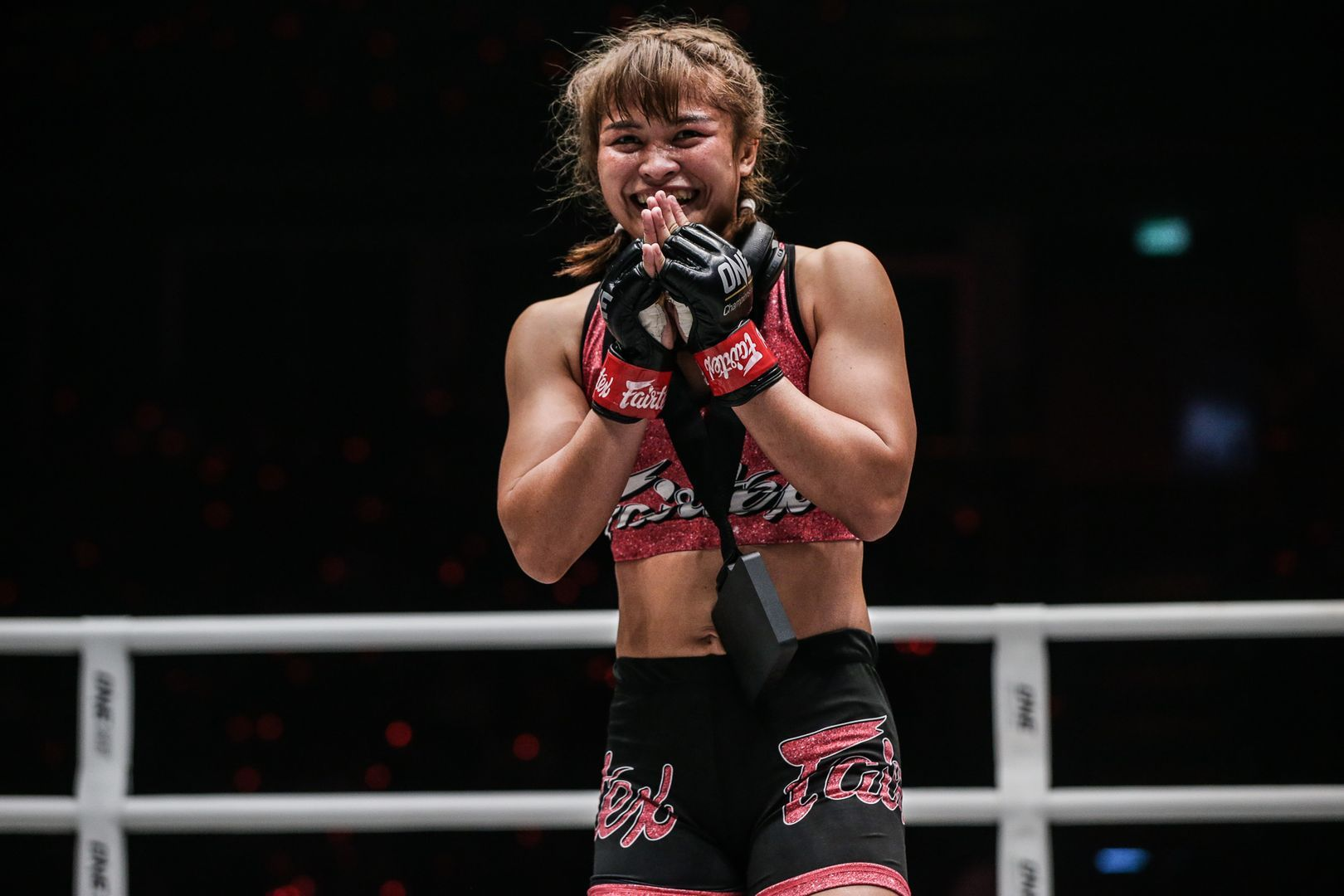 Stamp Fairtex thanks the fans after her win against Puja Tomar