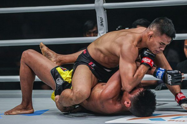 Eko Roni Saputra attacks Khon Sichan ONE WARRIOR'S CODE