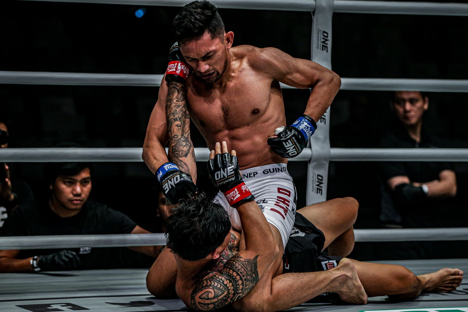 Fajar knocks out Egi Rozten in Jakarta