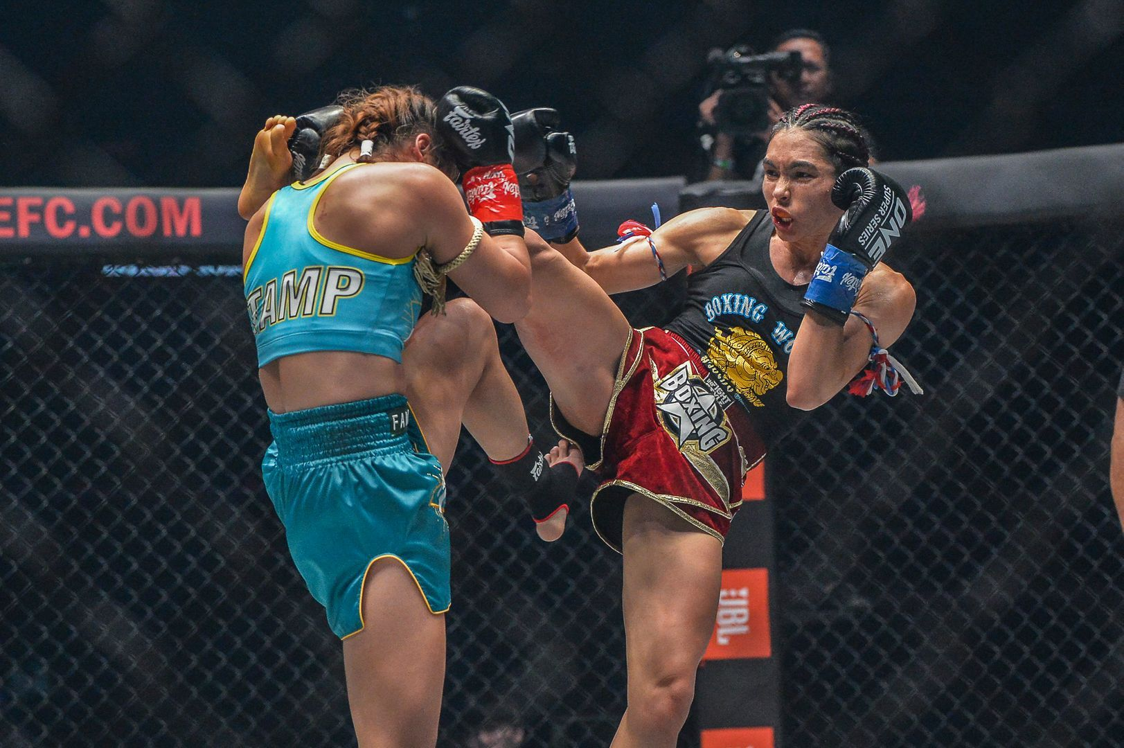 Janet Todd defeats Stamp Fairtex ONE KING OF THE JUNGLE