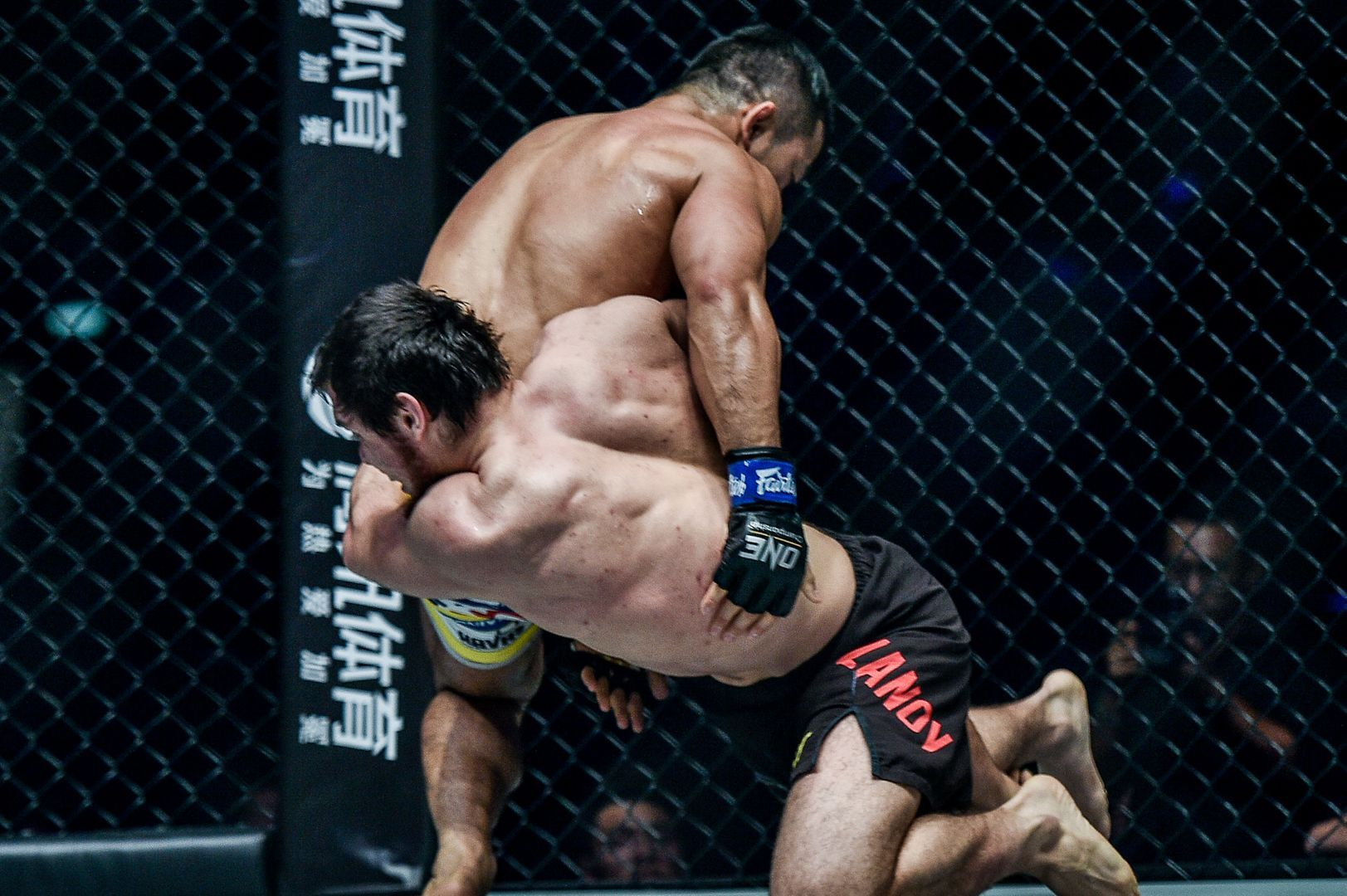 Murad Ramazanov scores a takedown on Bae Myung Ho