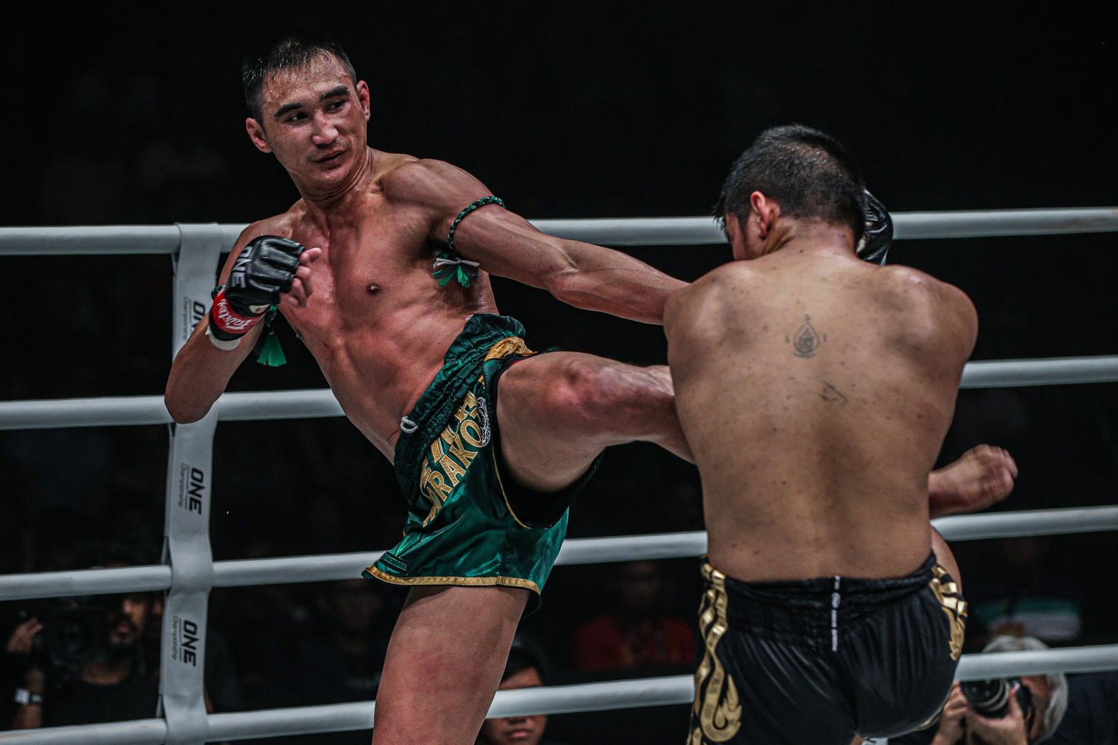 ONE Featherweight Muay Thai World Champion Petchmorakot Petchyindee Acdemy