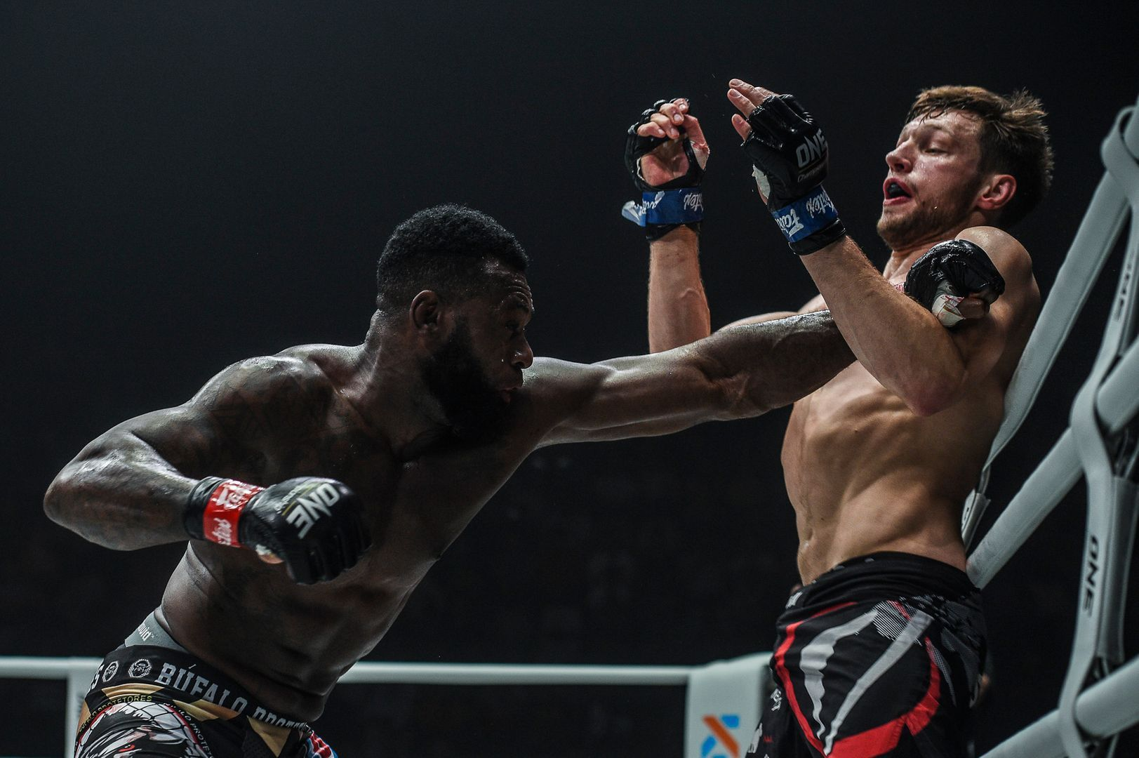 Holland's Reinier De Ridder squares off with Brazil's Leandro Ataides in February 2020