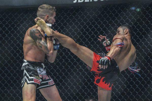 Muay Thai legend Sam-A Gaiyanghadao throws a head kick at Rocky Ogden