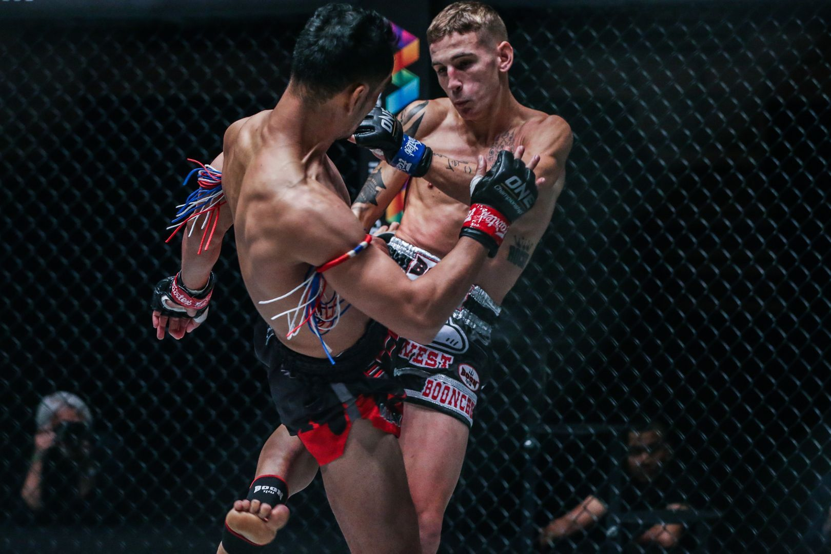 Sam-A Gaiyanghadao kicks Rocky Ogden at ONE KING OF THE JUNGLE