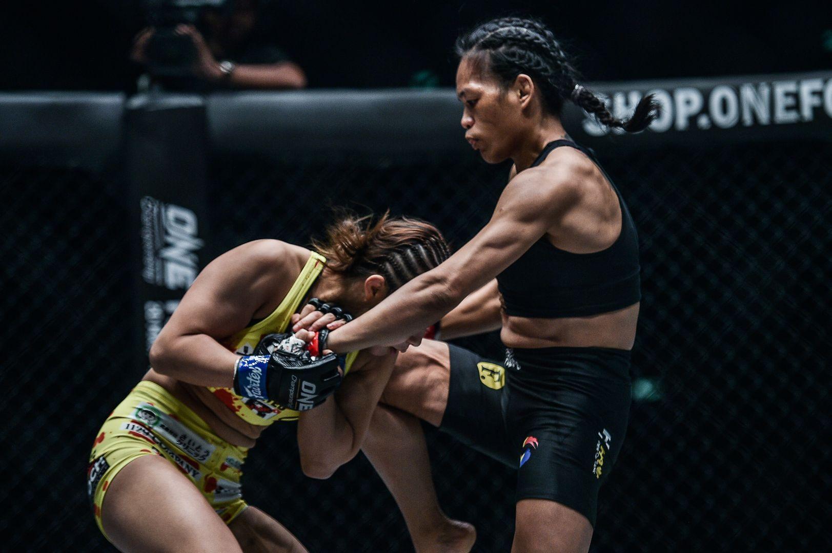 Tiffany Teo knees Ayaka Miura at ONE KING OF THE JUNGLE