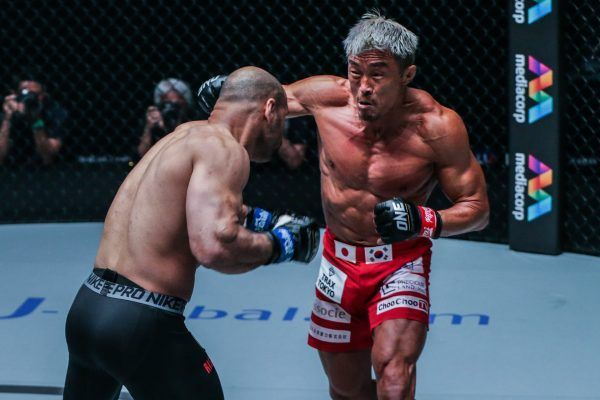 Yoshihiro Akiyama matched Sherif Mohamed's aggression with a returning right hand at ONE: KING OF THE JUNGLE.