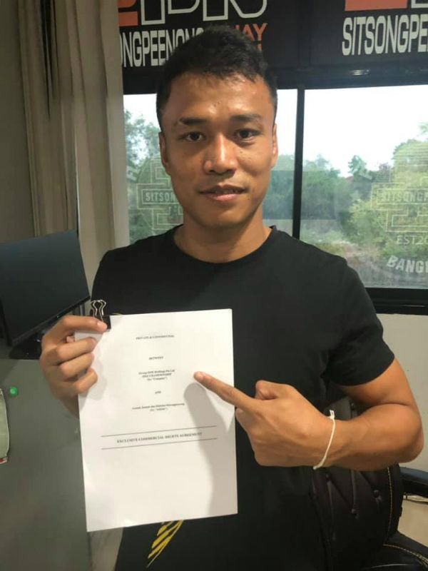 "Nine-time Muay Thai World Champion ""The Killer Kid"" Sittichai Sitsongpeenong poses with his ONE Championship contract"