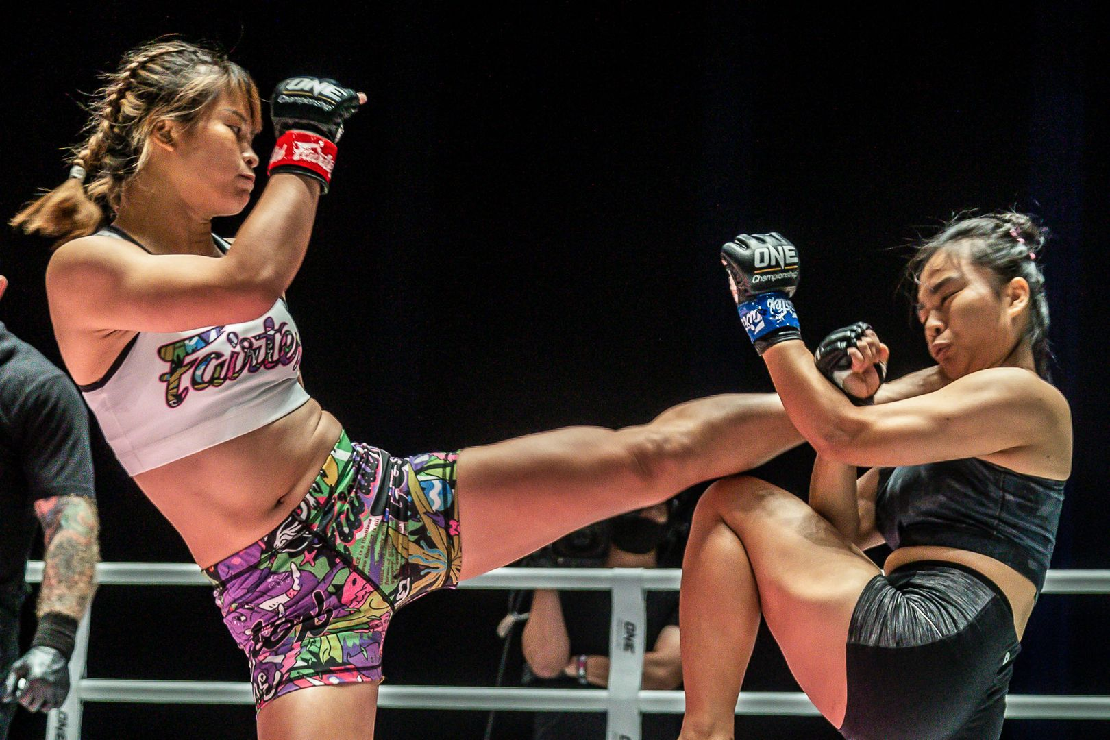 Stamp Fairtex throws a huge roundhouse kick at Sunisa Srisen