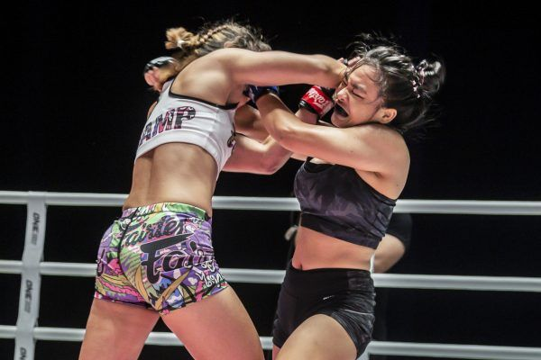 Thai superstar Stamp Fairtex elbows Sunisa Srisen in the face