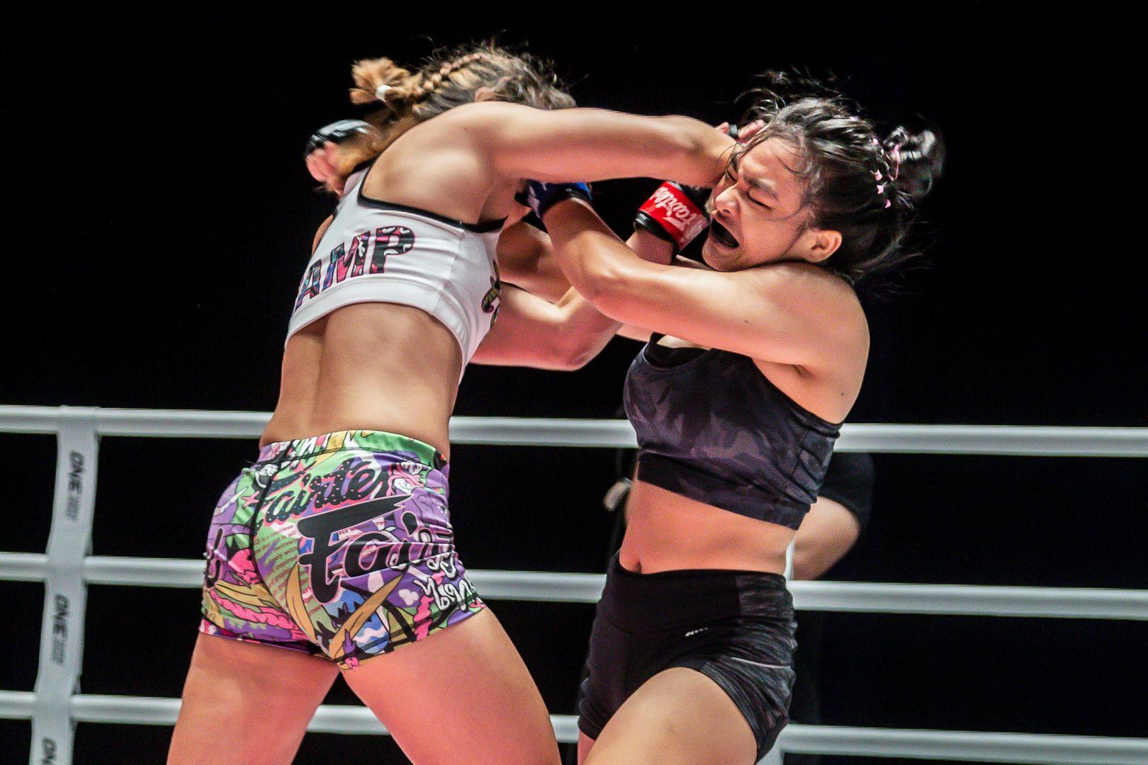 Thai superstar Stamp Fairtex elbows Sunisa Srisen in the face