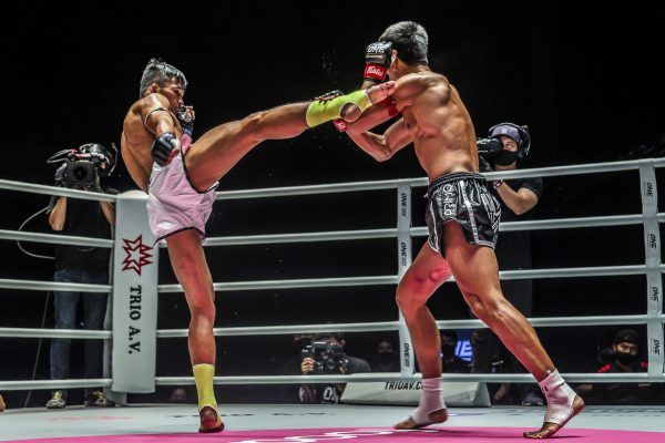 Muay Thai fighter Superlek Kiatmoo9 throws a big right kick