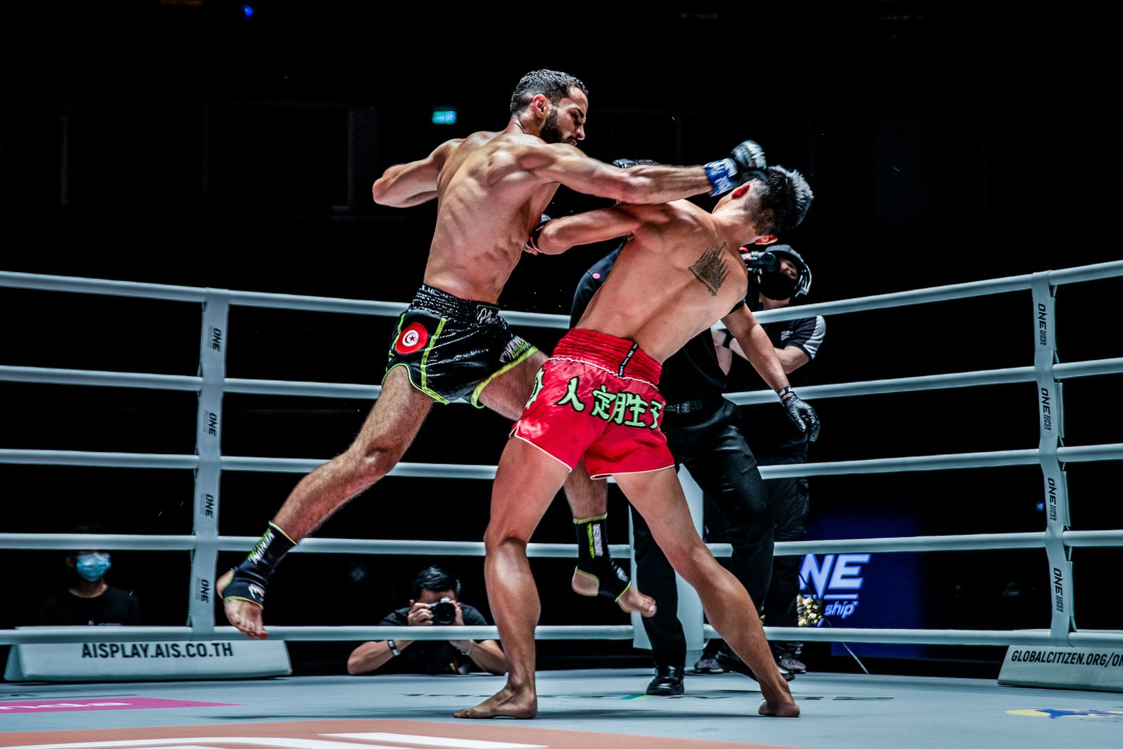 Muay Thai fighters Huang Ding and Fahdi Khaled do battle at ONE: NO SURRENDER II