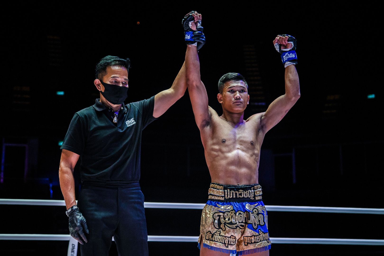 Muay Thai fighter Kulabdam defeats Sangmanee via knockout
