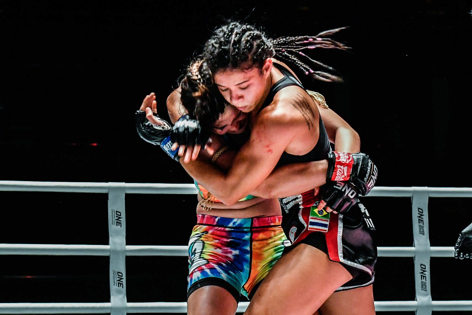 Muay Thai fighter Allycia Hellen Rodrigues clinches up with Stamp Fairtex