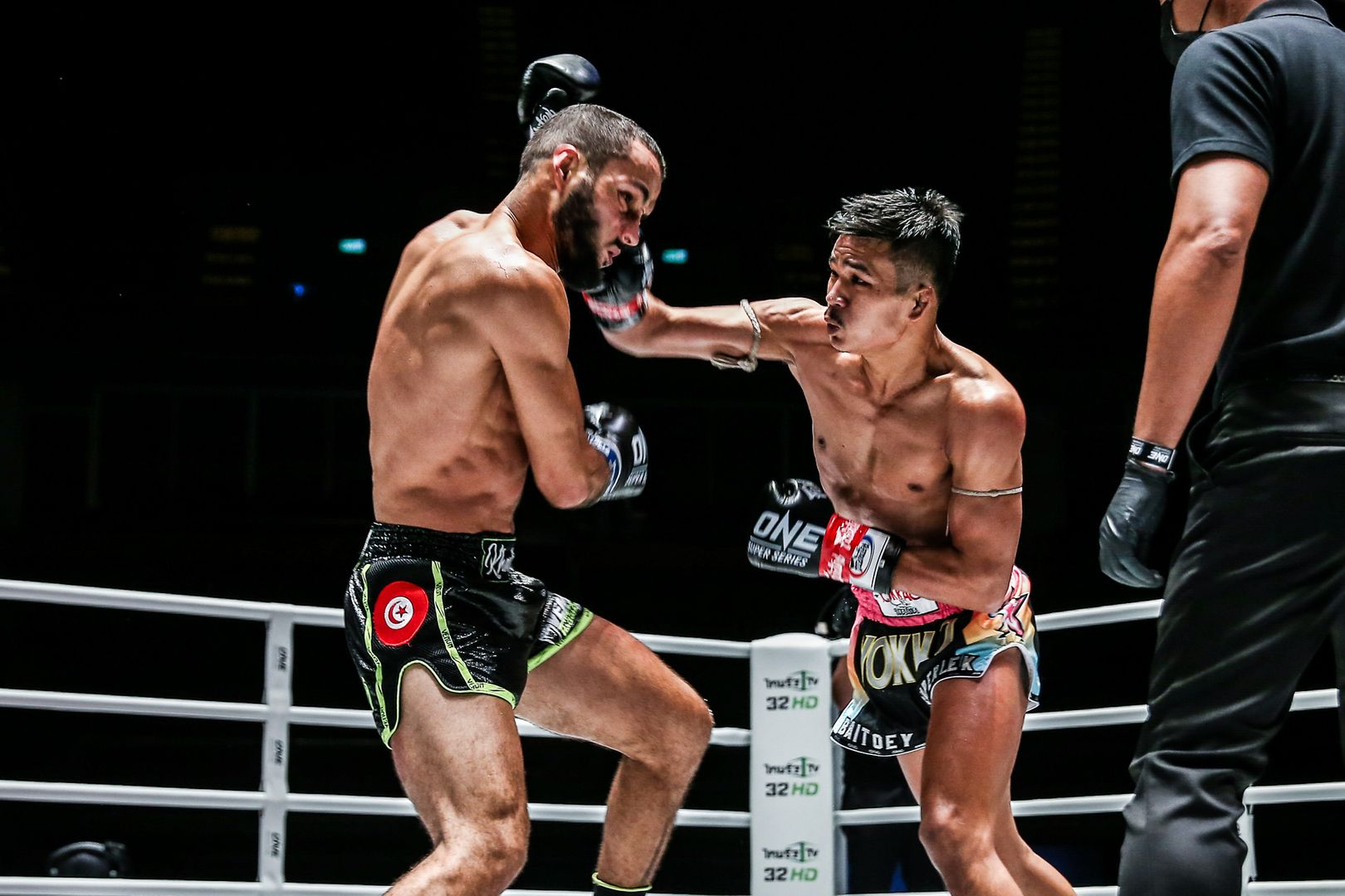 Muay Thai star Superlek Kiatmoo9 battles Fahdi Khaled