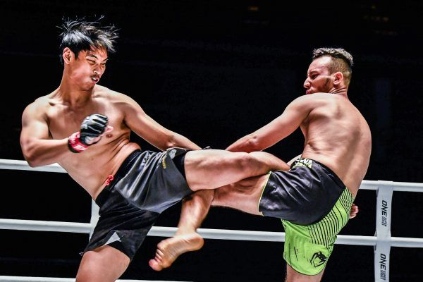 Witchayakorn Niamthanom kicks Friggini in the ribs