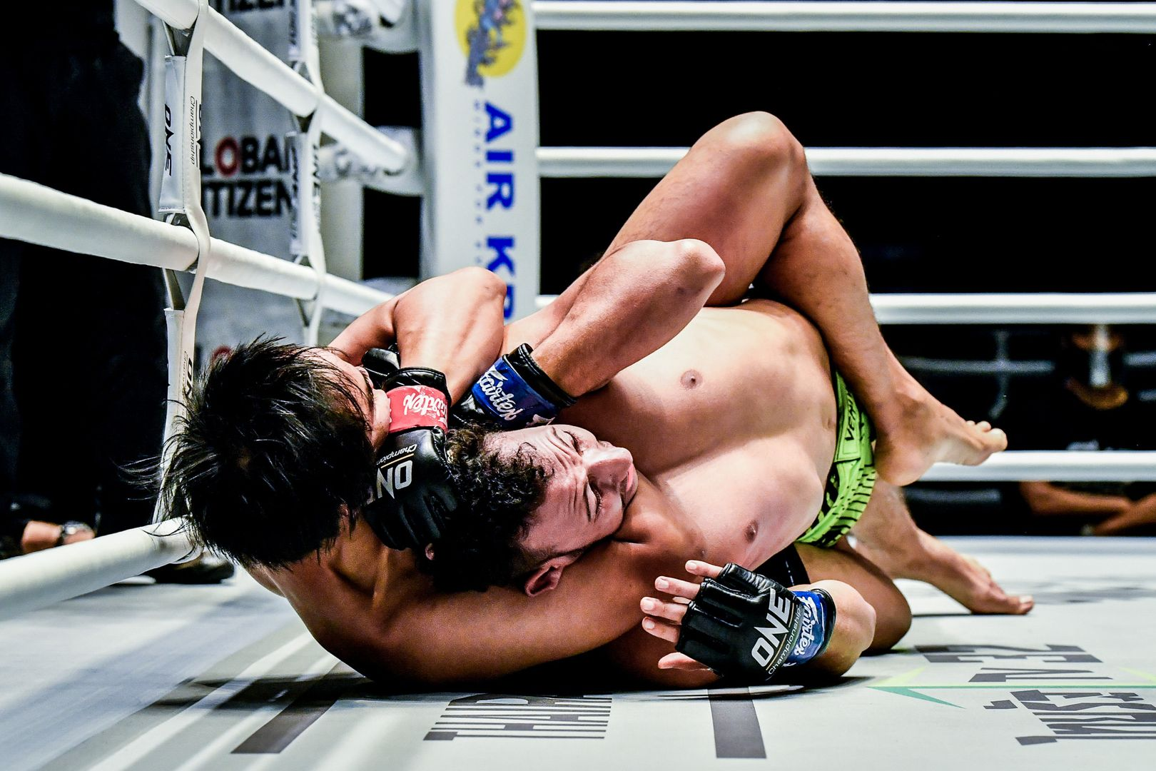 Witchayakorn Niamthanom locks in the rear-naked choke