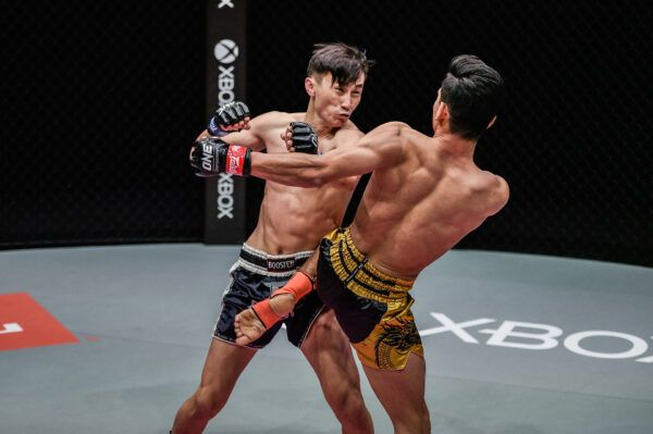 Flyweight Muay Thai stars Azwan Che Wil and Wang Wenfeng fight at ONE: REIGN OF DYNASTIES II