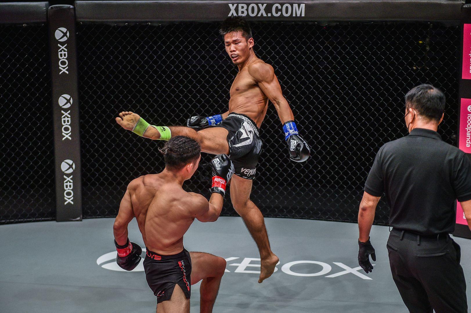 Bantamweight kickboxers Hiroki Akimoto and Zhang Chenglong fight at ONE: REIGN OF DYNASTIES II