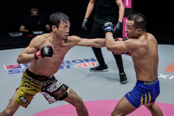 Exclusive photos from Japanese fighter Senzo Ikeda and Chinese athlete Liang Hui's MMA fight at ONE: COLLISION COURSE II on 25 December