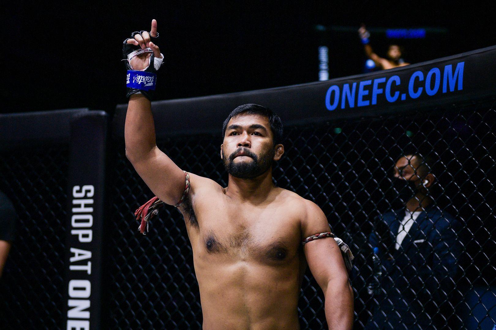 Muay Thai legend Nong-O Gaiyanghadao fights Rodlek PK.Saenchai Muaythaigym at ONE: COLLISION COURSE
