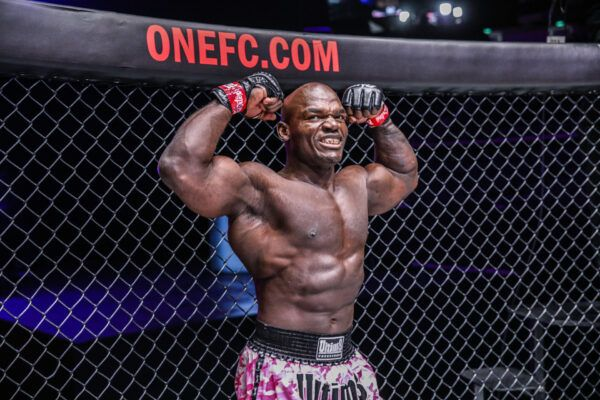 Alain Ngalani flexes on them!
