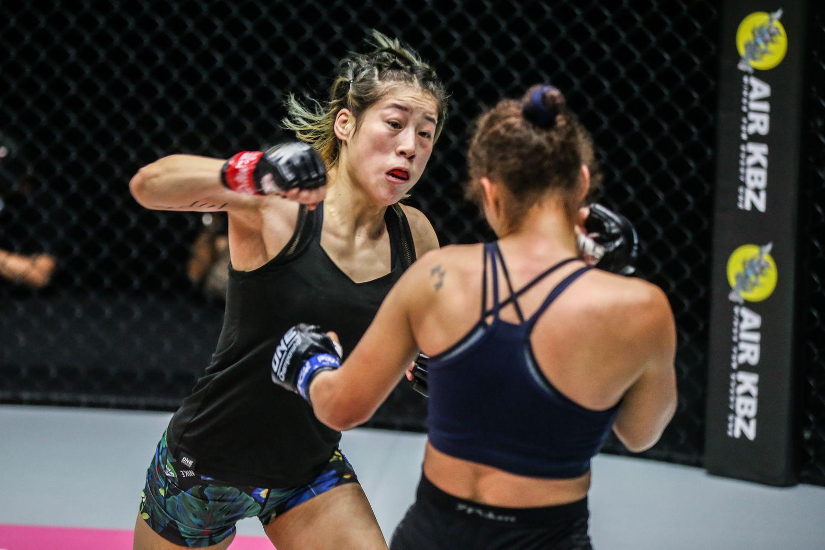 Chinese MMA fighter Meng Bo throws a cross a Samara Santos