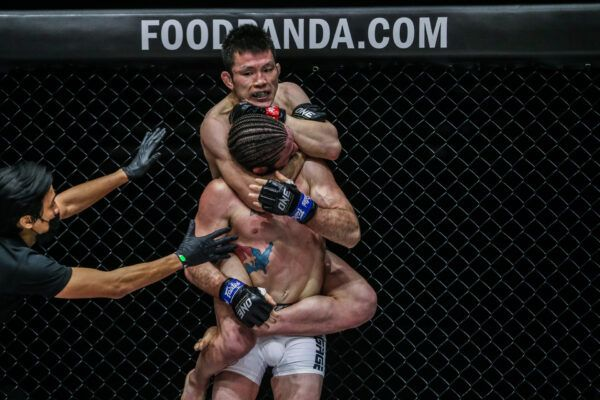 Japanese MMA fighter Shinya Aoki submits James Nakashima with a neck crank at ONE: UNBREAKABLE