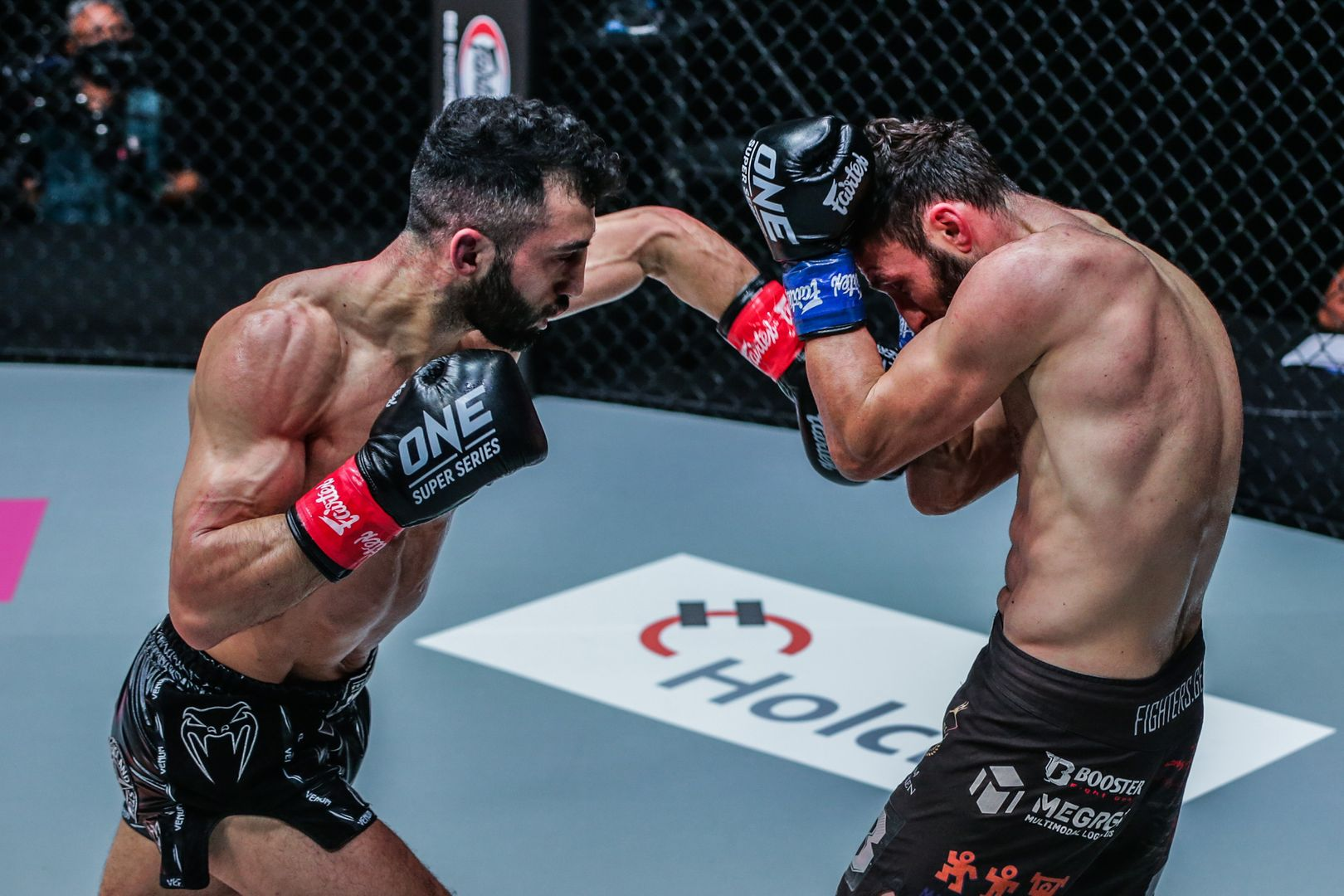 Giorgio Petrosyan fights Davit Kiria at ONE: FISTS OF FURY