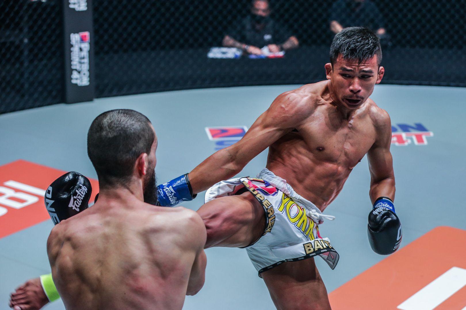 Ilias Ennahachi fights Superlek Kiatmoo9 at ONE: FISTS OF FURY