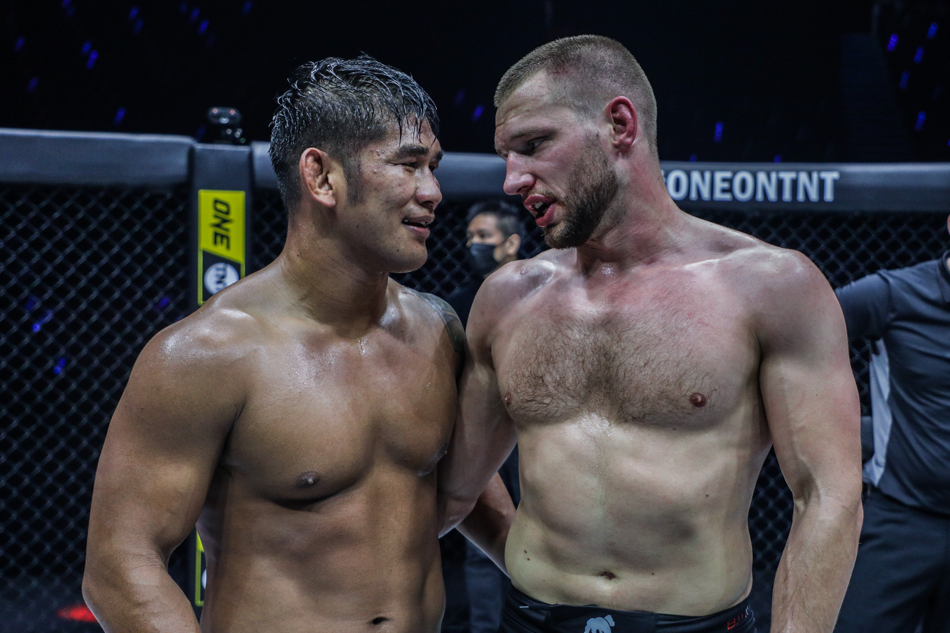 "Pictures from the fight between Aung La N Sang and Reinier De Ridder at ""ONE on TNT IV"""