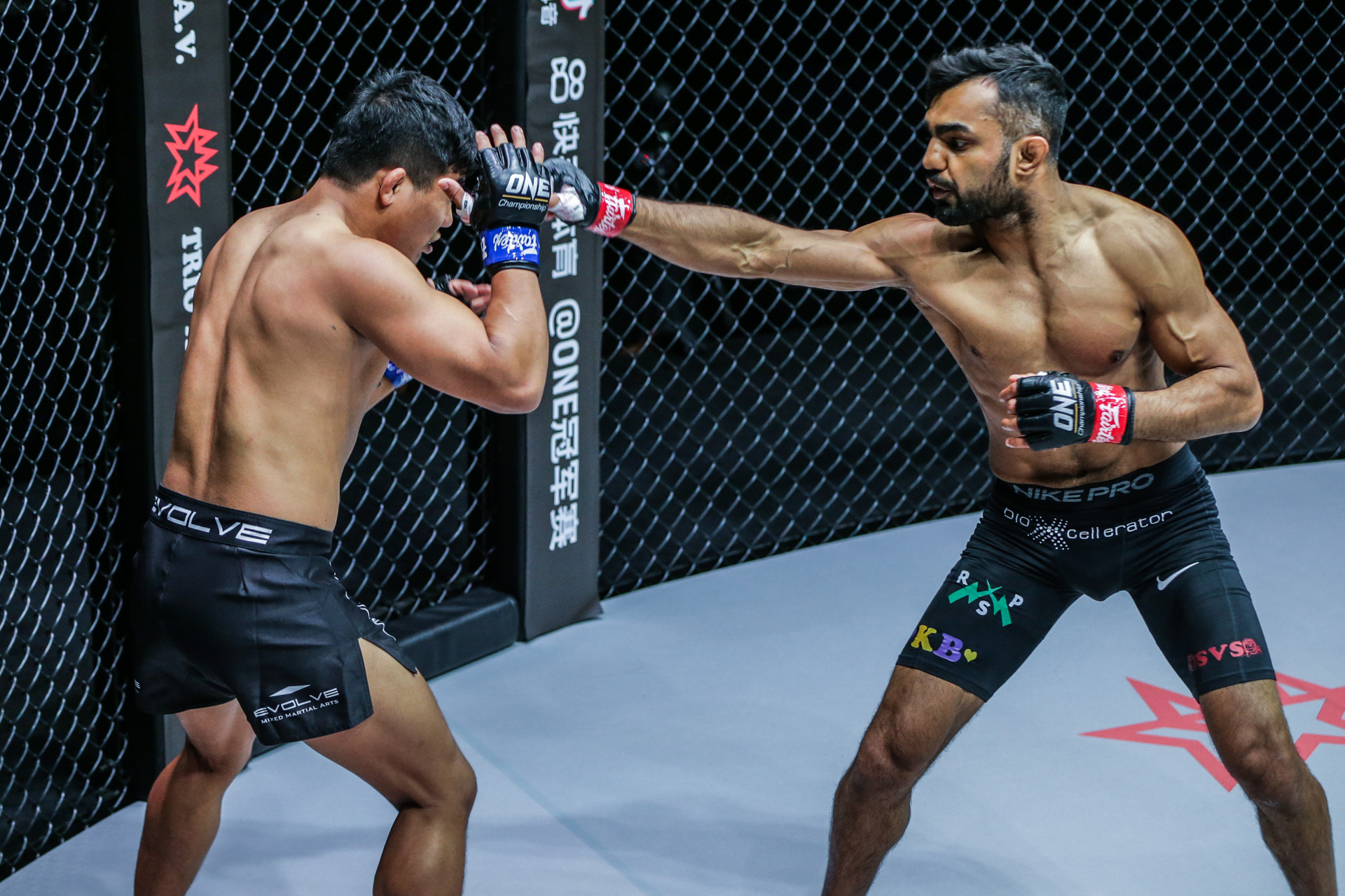 Scenes from the all-Indian clash between Gurdarshan Mangat and Roshan Mainam at ONE: DANGAL on 15 May
