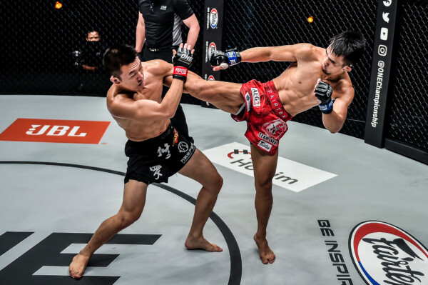 Pictures from the battle between Jeremy Pacatiw and Chen Rui from ONE: BATTLEGROUND