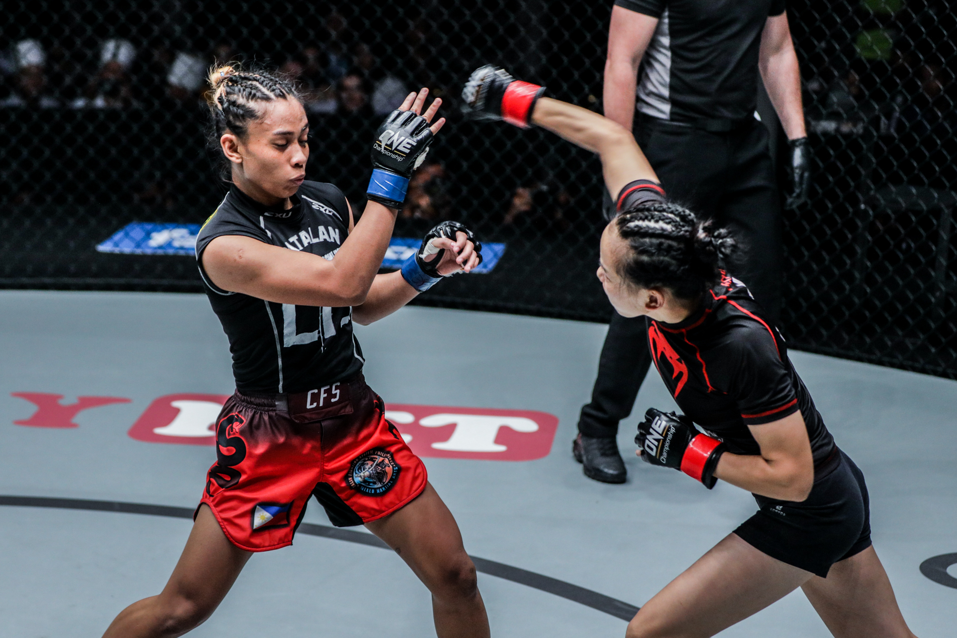 """""""MMA Sister"""" Lin Heqin throws a punch"""