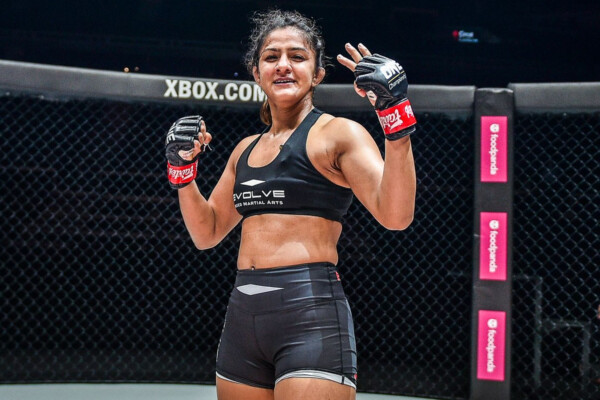 Ritu Phogat celebrates her victory over Jomary Torres